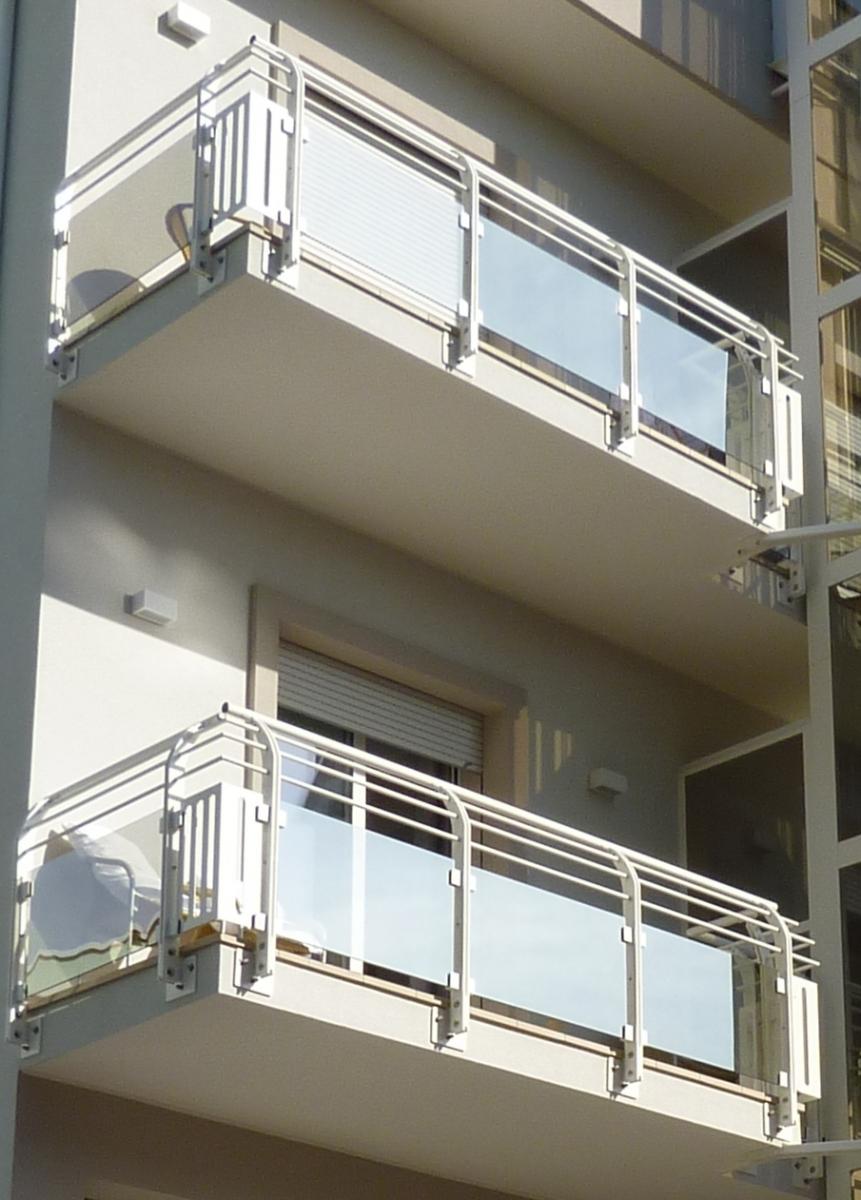 Parapetti per scale e terrazzi - Parapetti in vetro per scale ...